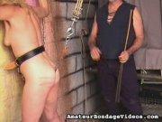 Femelle blonde attachée et fouettée par son maître