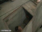 Il baise son esclave dans le garage