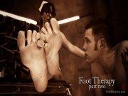 Infirmière douée de ses pieds et de la bouche